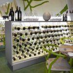 Gennemsigtigt vinskab i glas