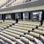 Indespændt glasværn til stadion