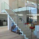 Glasværn til betontrappe