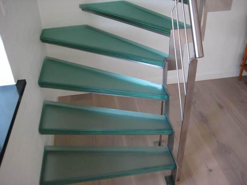 Trappe med glastrin