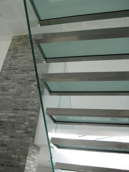 Trappe med Glasværn & Glastrin i Stålramme
