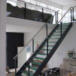 Glasværn på ståltrappe