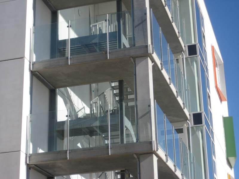 Glasværn til bygning
