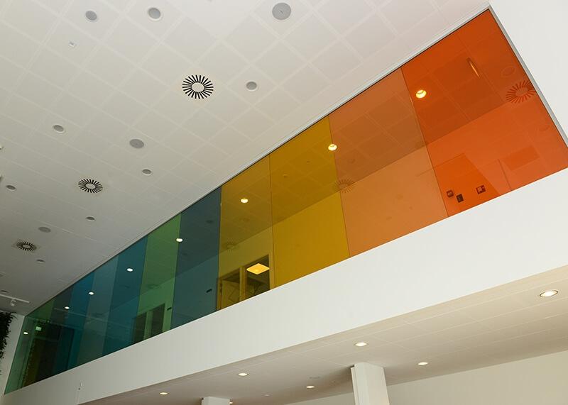 Erhvervsakademi Midtvest Farvet glasvæg
