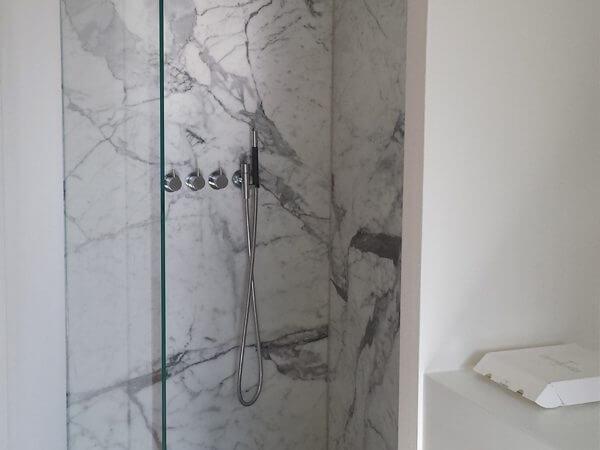 Glasvæg til bad