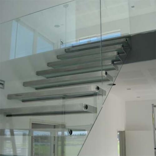 trappe med glasværn