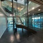 Glasværn på vinkeltrappe