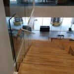 Indspændt glasværn på siddetrappe