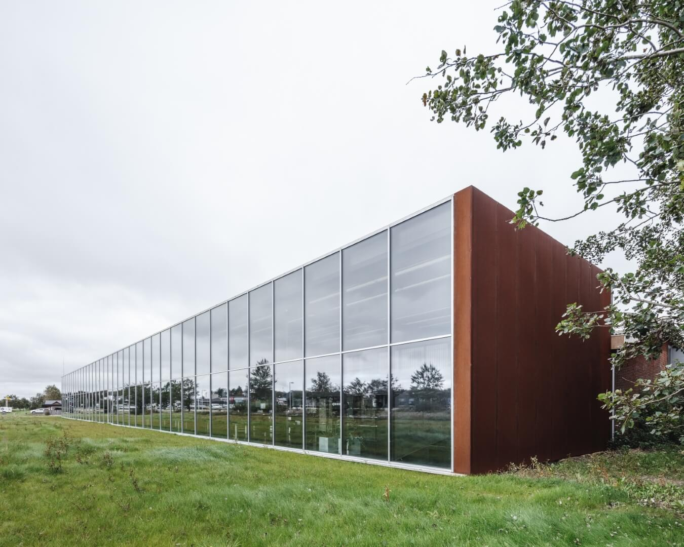 HB Trapper bygningsfacade i glas