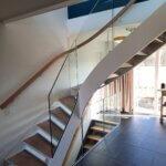 Trappe med indespændt glasværn